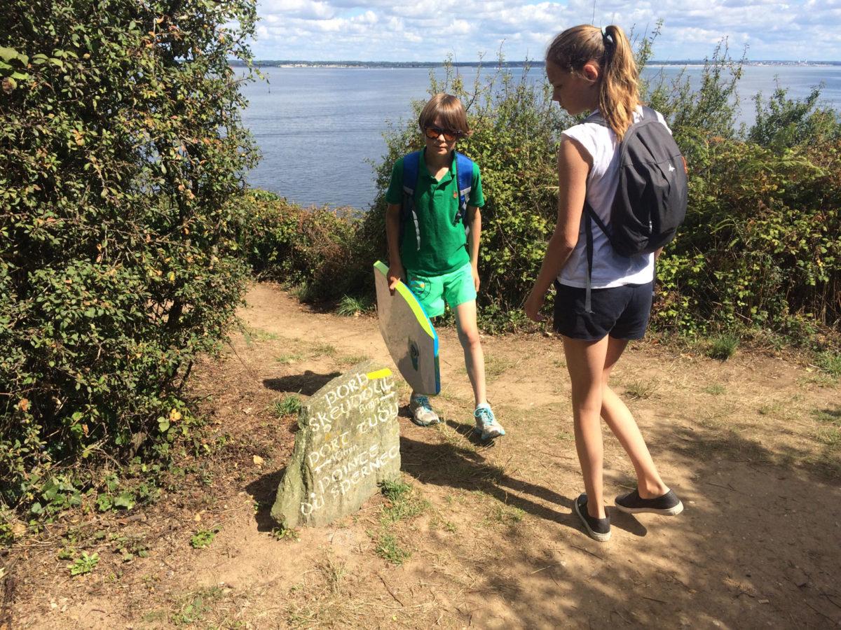 Kleine wandeling vanaf de haven naar het strand op Île de Groix