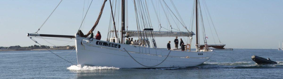 Houten zeilboot op Le Blavet bij Lorient