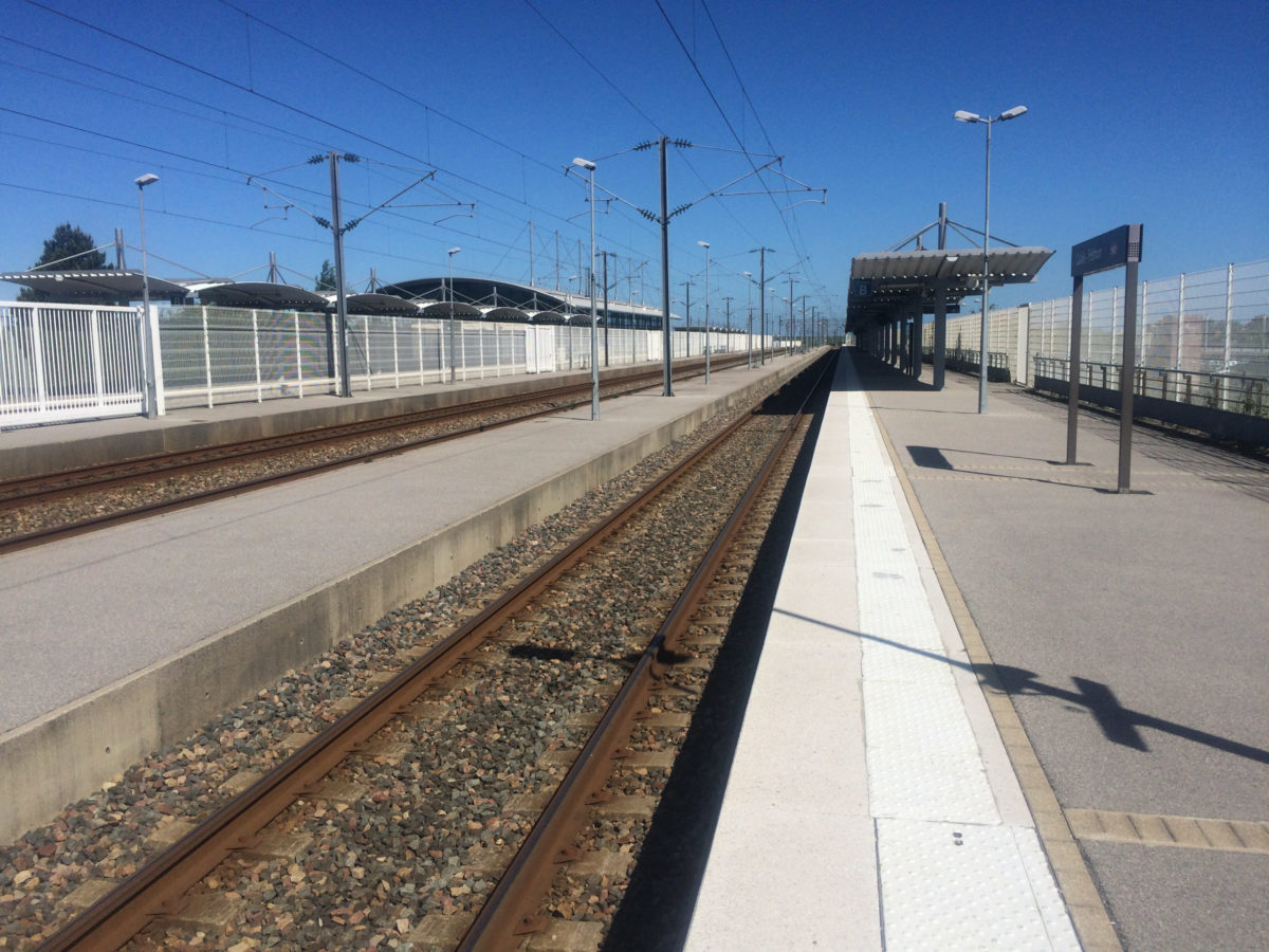 Station Calais surrealistisch leeg
